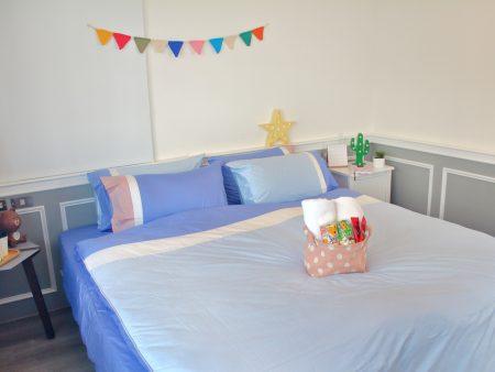 床包 / 單人 素色混搭設計款 藍X粉藍X白 100%精梳棉  單人床包含一個枕套